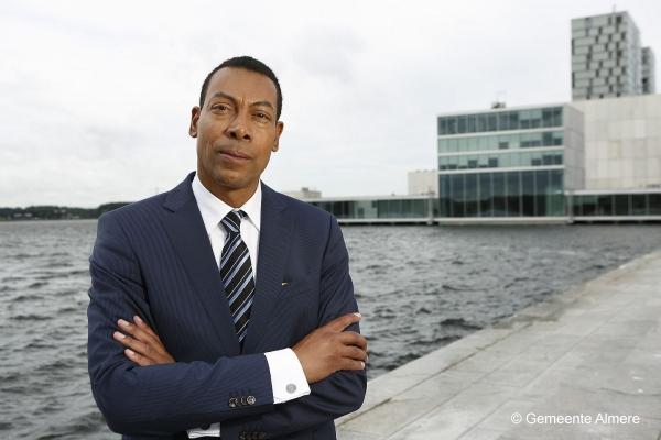 burgemeester-almere-sluit-notariskantoor-wegens-ondermijning